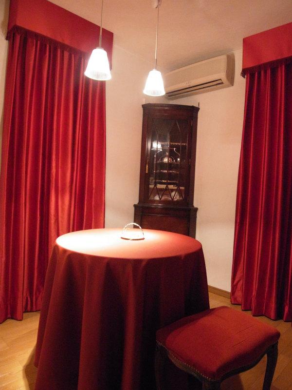 フィスバカーテン 赤いカーテン