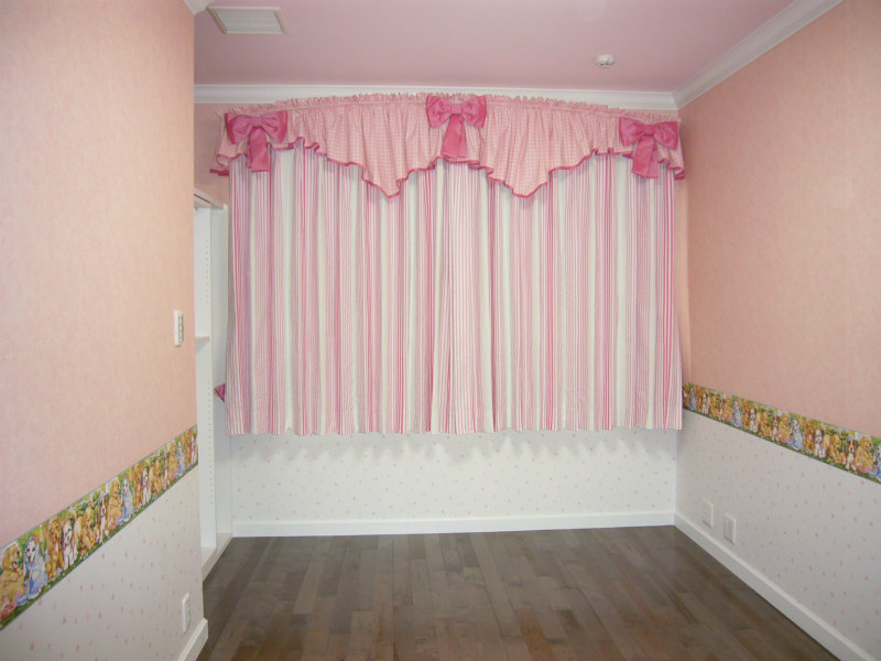 かわいいカーテン お姫様カーテン